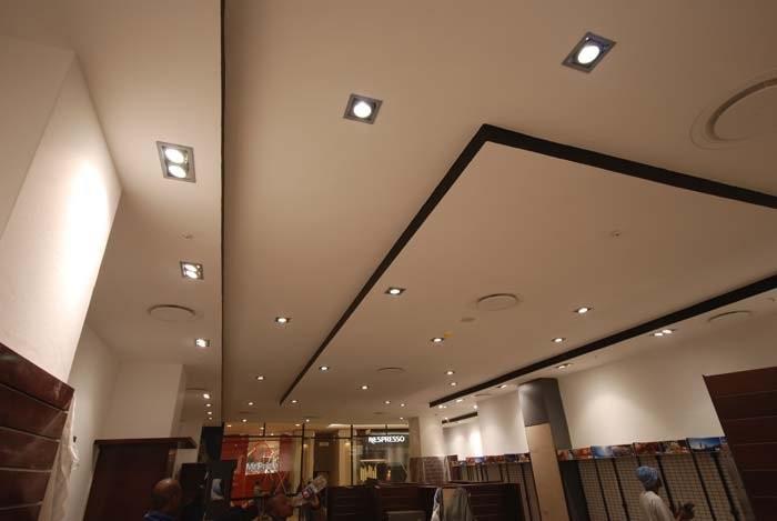 Матовый натяжной потолок в кафе