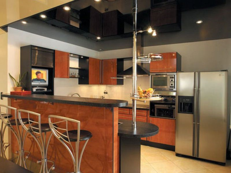 глянцевый потолок на кухню