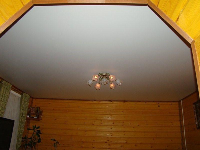Матовый потолок в коттедж