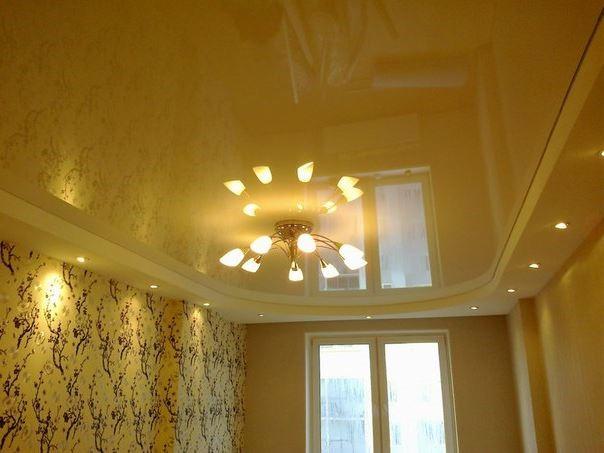 Желтый глянцевый натяжной потолок