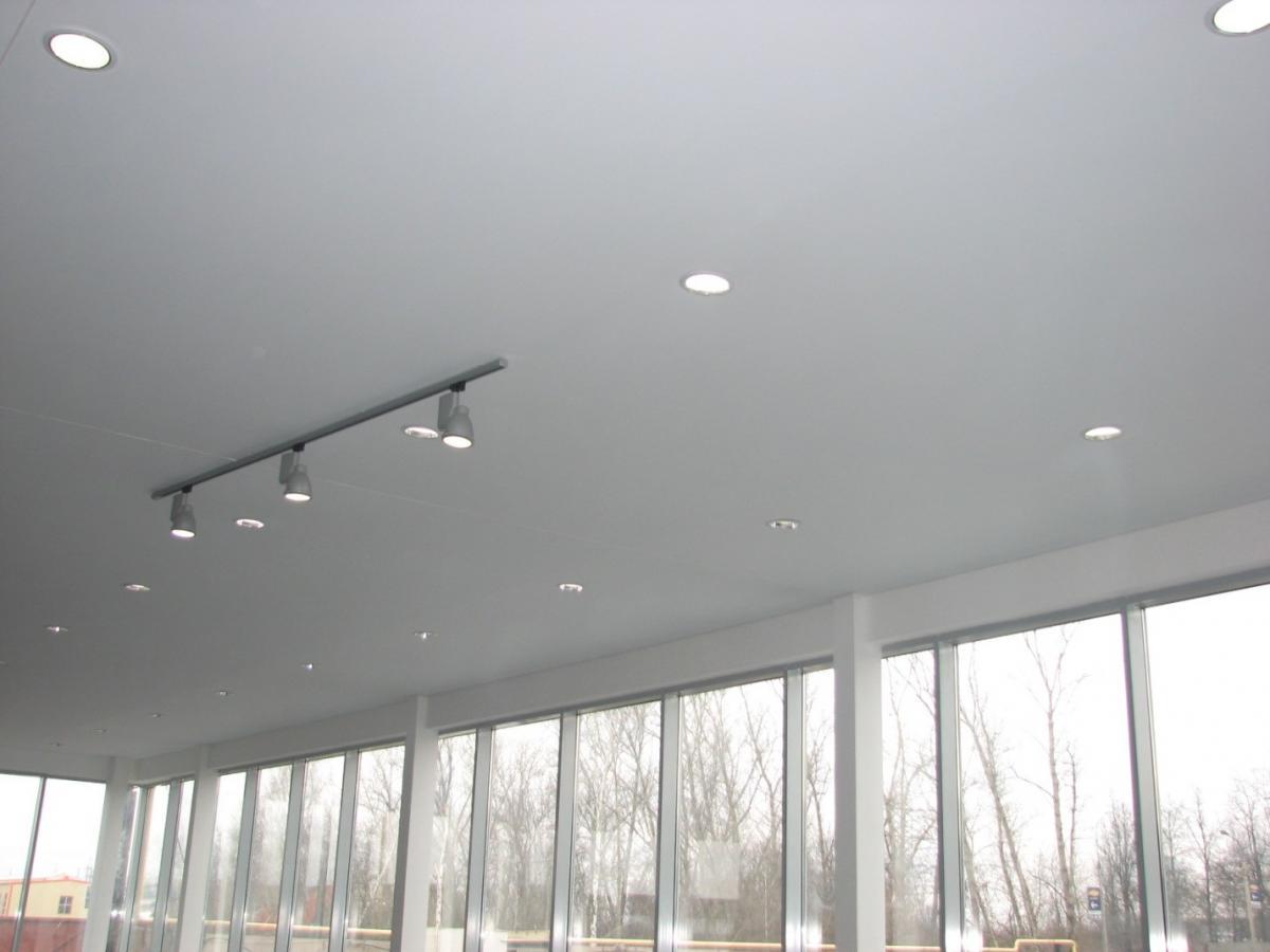 Тканевый натяжной потолок на лоджии