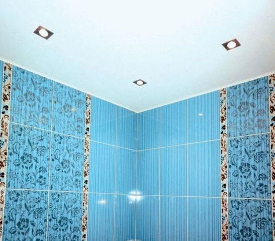Матовый натяжной потолок в туалет