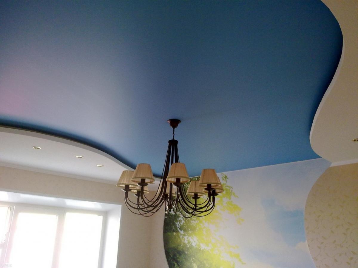 матовый потолок в зал